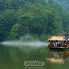 游船渡青城